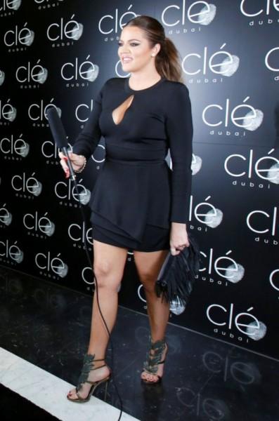 khloe-kardashian-dubai-hollywood-meets-bollywood-balmain-dress-giuseppe-zanotti-sandals-2-397x600
