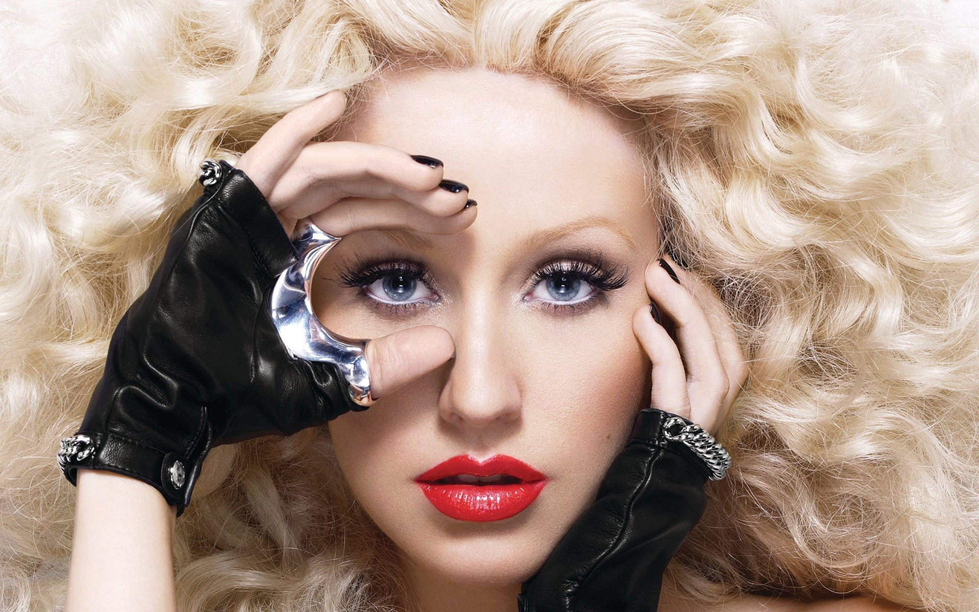 Beauty Muse – Christ... Christina Aguilera