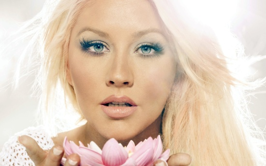 christina-aguilera-enchanting-beauty