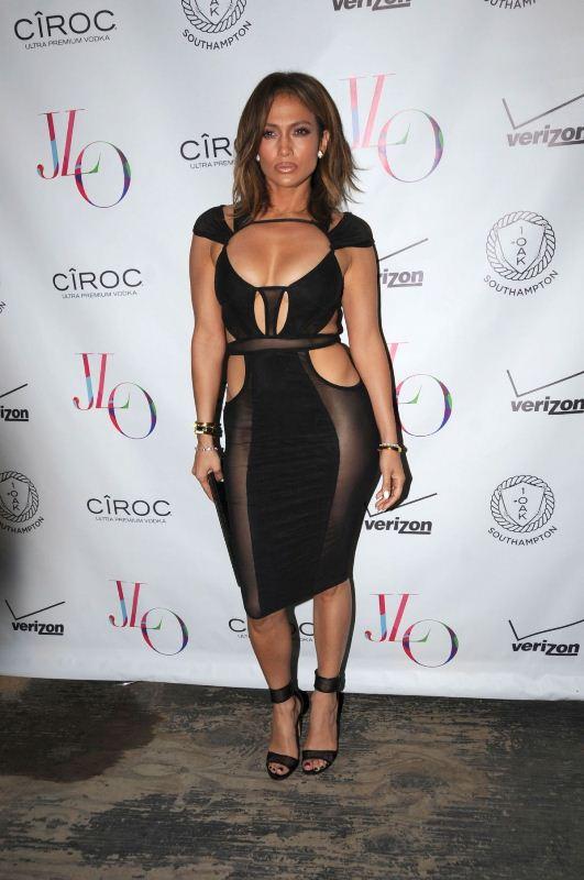 Celebrity Fashion Jennifer Lopez In Bao Tranchi