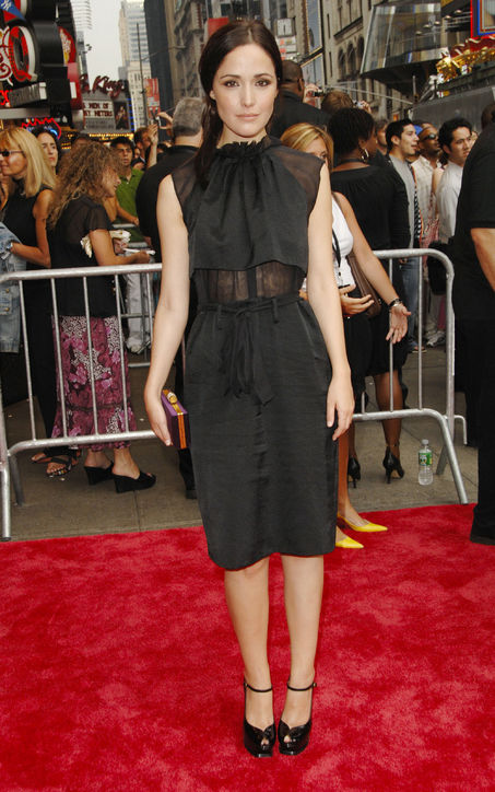 The Style Icon Rose Byrne Fashionandstylepolice