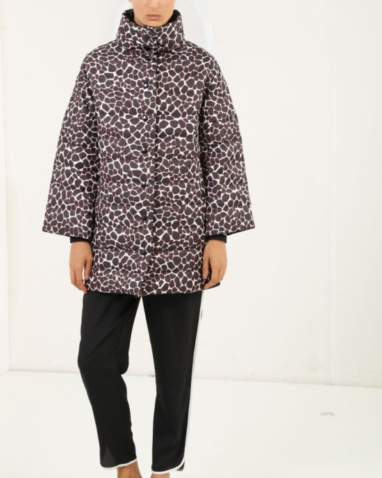 iceberg-reversible-jacket-with-giraffe-print_1