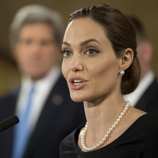 Angelina-Jolie-G8-summit-120413
