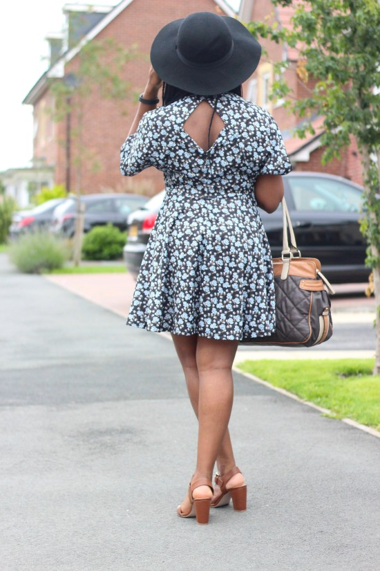Floral Summer Outfit Image